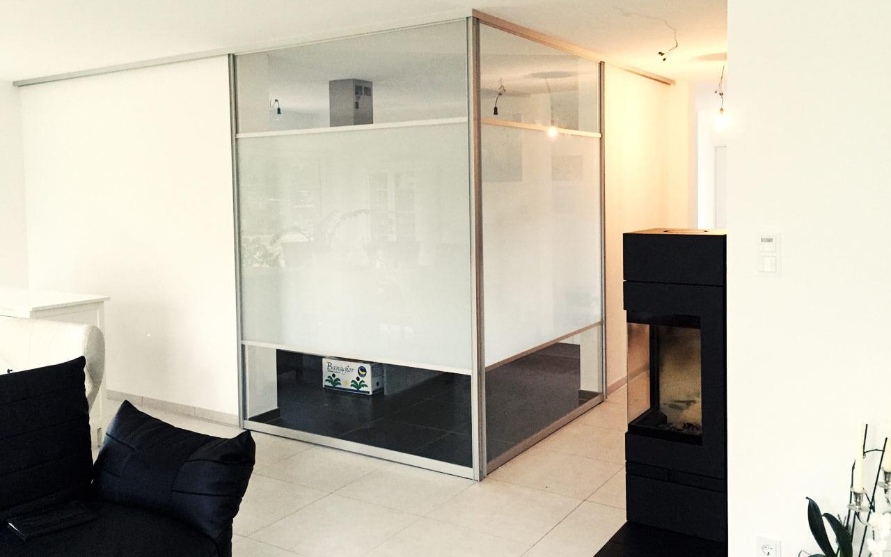 Raum mit Glaswand, Blickdicht