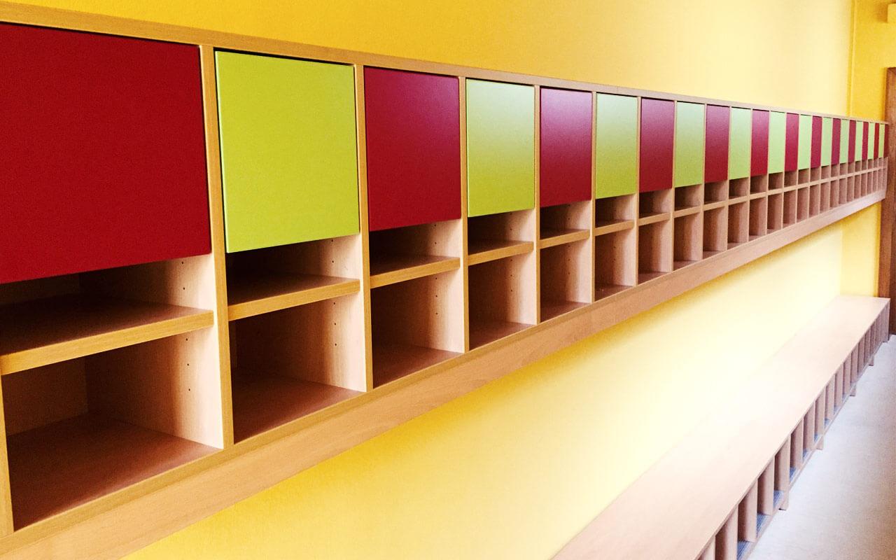 Kindergarten Regal mit Sitzbank, Zimmerbreit