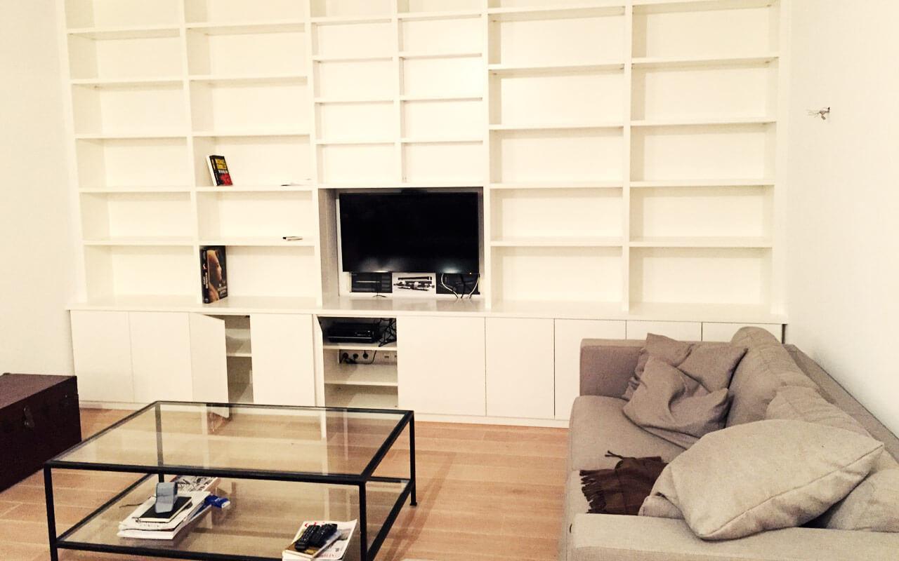 Wohnzimmerschrank, passgenau in der kompletten Wohnzimmerwand mit Fernseher
